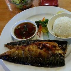Photo taken at Momotaro Japanese Restaurant by Winnie on 4/11/2013