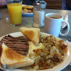 Photo taken at Hits The Spot Diner by Alejandro E. on 2/7/2013