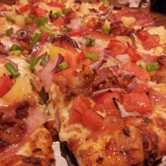 Photo taken at Round Table Pizza by Thuy L. on 10/20/2012