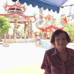 Photo taken at วัดหลวงพ่อโอภาสี (สวนอาศรมบางมด) by Kitty_oh on 6/1/2015
