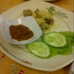 Photo taken at Pecel Lele Lela by Tatang K. on 9/15/2012