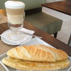 Photo taken at Café Raiz by Marcelo E. on 2/9/2013