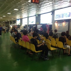 Photo taken at 동서울종합터미널 (East Seoul Intercity Bus Terminal) by 엉거 이. on 7/24/2013