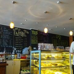 Photo taken at Ben Gusto Cafe & Gelato by Tùng P. on 1/6/2014