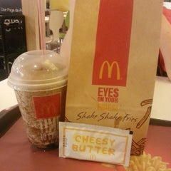 Photo taken at McDonald's by Chynna C. on 8/30/2015