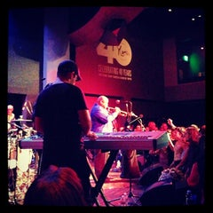 Photo taken at Yoshi's by Che A. on 11/25/2012