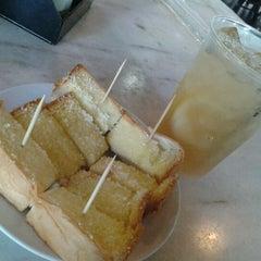 Photo taken at Old Taste Coffee House by Sayuri M. on 9/22/2012