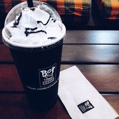Photo taken at Bo's Coffee by Marybhel M. on 9/28/2015