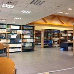 Photo taken at Biblioteca Francisco De Vitoria by Josue C. on 11/6/2015