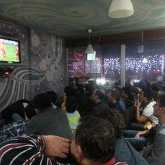 Photo taken at Cafe's Kafe by Hüseyin E. on 4/3/2013