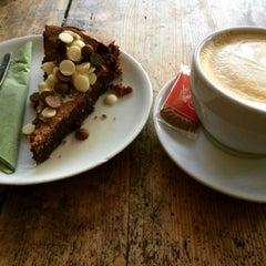 Photo taken at Café Resonanz by Meike on 11/13/2015
