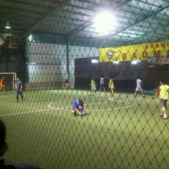 Photo taken at Grand Futsal Kuningan by Daud Tri Jatmiko A. on 1/28/2013