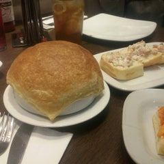 Photo taken at Pizza Hut by Elizabeth D. on 8/9/2015