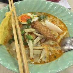 Photo taken at โรงอาหารอาคารมหิตลาธิเบศร (Mahit. Bldg. Canteen) by Kanthima K. on 11/16/2015