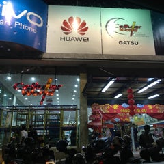 Photo taken at Cellular World by tuth f. on 2/11/2016