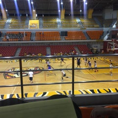 Photo taken at UST Quadricentennial Pavilion by Bea Dane F. on 8/13/2015
