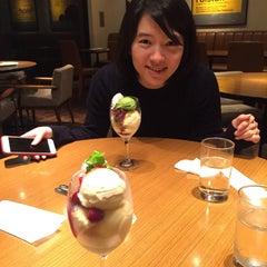 Photo taken at カフェ シェーキーズ (Cafe Shakey's) by minori t. on 9/24/2015