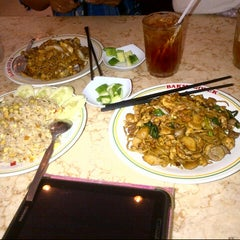 Photo taken at Bakmi Golek by Shinta S. on 5/22/2015