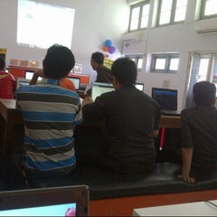 Photo taken at Kantor Pos Gorontalo 96100 by NuRLayLa A. on 8/17/2013