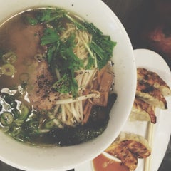 Photo taken at 牛骨ラーメン 香味徳 by Ma B. on 8/13/2015