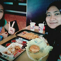 Photo taken at McDonald's by FNA . on 9/23/2015