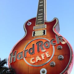 Photo taken at Hard Rock Cafe Las Vegas at Hard Rock Hotel by iDork 👹 G. on 12/25/2012