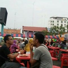 Photo taken at Medan Selera Perhentian Bas Bentayan by Nor Amalina Binti J. on 8/28/2015