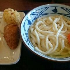 Photo taken at 丸亀製麺 熊本佐土原店 by jdo @. on 10/13/2015