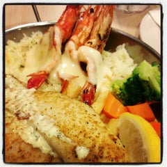 Photo taken at The Manhattan Fish Market by Maoxi E. on 1/26/2013