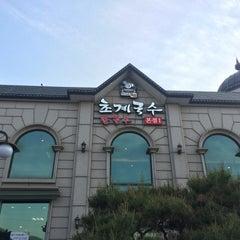Photo taken at 미사리 밀빛 초계국수 by Yongmin L. on 5/17/2015