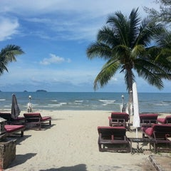 Photo taken at Koh Chang Resort And Spa by Duangruedee K. on 5/10/2014