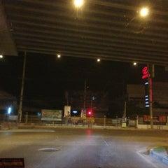 Photo taken at แยกรามคำแหง-สุวินทวงศ์ (Ramkhamhaeng-Suwinthawong Junction) by maa-meOw* on 2/13/2013