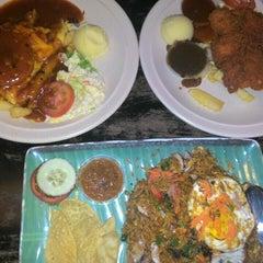 Photo taken at Hotmas Restaurant by Hamzah S. on 9/11/2015