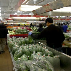 Photo taken at Foody Mart Supermarket 豐泰超級市場 by John L. on 12/15/2012