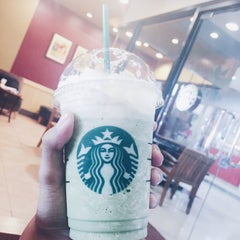 Photo taken at Starbucks (สตาร์บัคส์) by Zaks T. on 8/29/2015