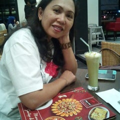 Photo taken at Pizza Hut by yoel a. on 9/19/2015