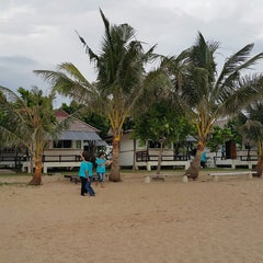 Photo taken at Rattanapura Beach Resort (รัตนปุระ บีช รีสอร์ท) by Eve P. on 11/29/2014