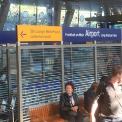 Photo taken at Frankfurt (Main) Flughafen Fernbahnhof by Ivan L. on 10/1/2015