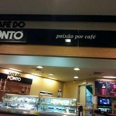 Photo taken at Café do Ponto by Persio G. on 1/7/2013