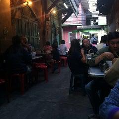 Photo taken at ลิ้มเล่าซา by Piboonlit V. on 5/9/2014