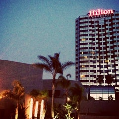 Photo taken at Hilton Los Angeles/Universal City by Robin D. on 4/6/2013