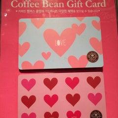 Photo taken at The Coffee Bean & Tea Leaf by Artemis P. on 3/16/2014