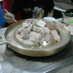 Photo taken at หมูกระทะ ช้างเผือก (Chang Phuek BBQ) by Top' t. on 10/10/2015