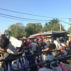 Photo taken at Pasar Malam Changloon by Iszaham S. on 3/20/2013