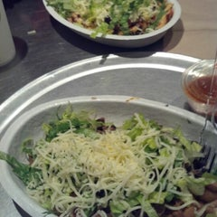 Photo taken at Chipotle Mexican Grill by Joseph W. on 11/2/2012