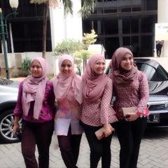 Photo taken at Mahkamah Agung Republik Indonesia by Dewi I. on 8/21/2015