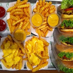 Photo taken at Shake Shack | شيك شاك by Georges K. on 2/1/2013