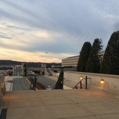 Foto tirada no(a) The Pentagon por Andrey M. em 12/14/2015