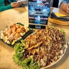 Photo taken at D'Cherang Restoran by Enchek N. on 7/3/2015