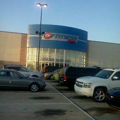 Photo taken at 24 Hour Fitness by Kermit E. on 9/26/2012